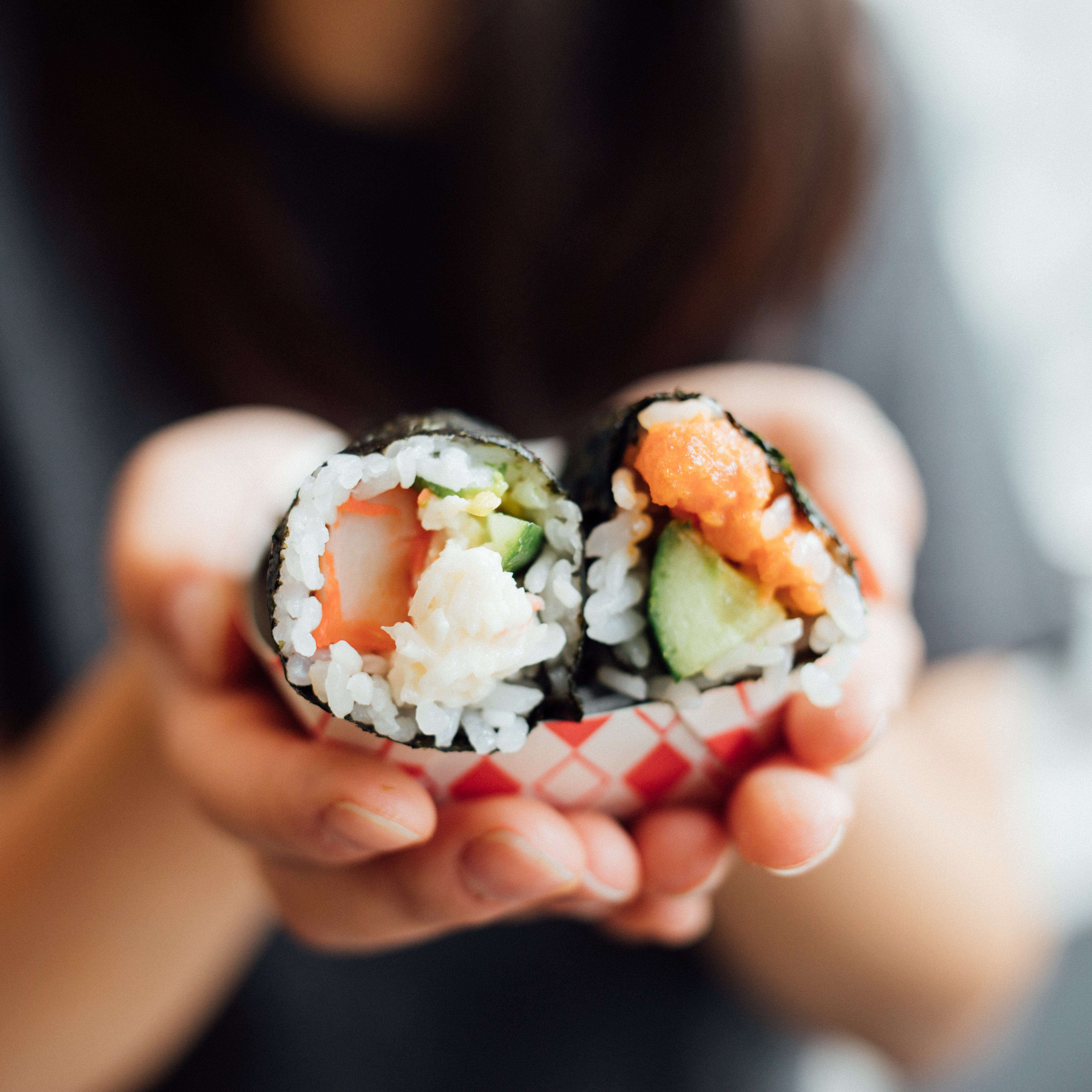 Ilustracja na dzień sushi w Olsztynie. Photo by Frank Zhang on Unsplash